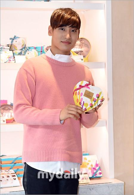 韩国歌手朴载正首尔出席巧克力品牌宣传活动