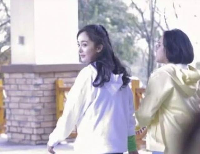 """谢依霖产后复工 与""""时代姐妹花""""杨幂同框录综艺"""