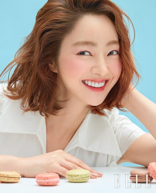 韩国女艺人徐孝琳拍美妆照秀出众出众颜值