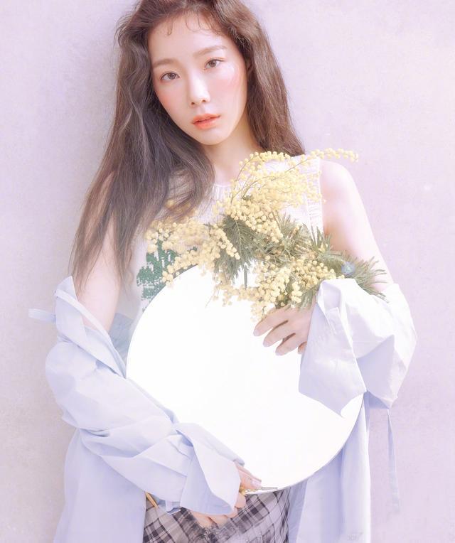 """美成""""桃花精""""!金泰妍拍时尚照片,是心动的感觉"""