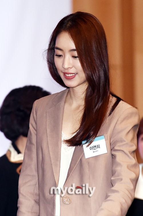 韩国女艺人李沇熹首尔出席公益宣传活动