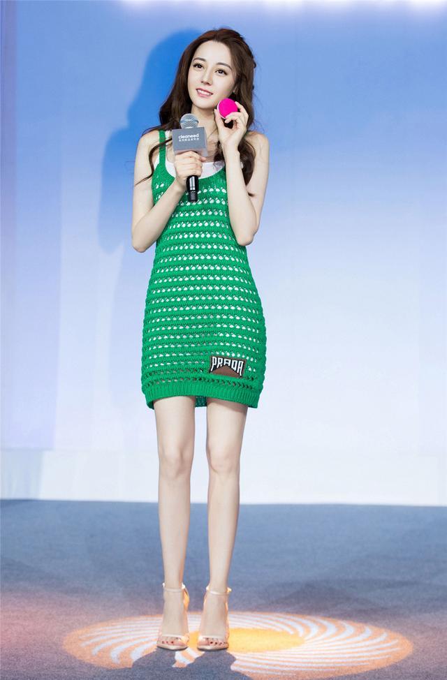 热巴新造型开挂,编织裙都搭出时尚感,没她的身材估计穿成水杯套