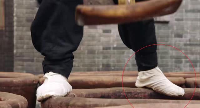 《芝麻胡同》7个穿帮镜头:严振声是掉酱缸里还是掉水缸里了?