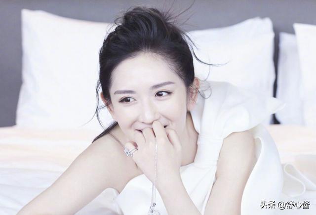 """章子怡、袁咏仪拍照,谢娜当""""苦力"""",轮到她时无人理"""