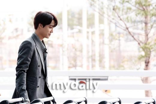 韩国男团EXO成员KAI仁川机场启程飞往纽约