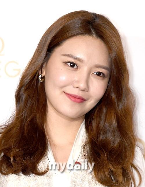 金南珠郑秀晶等韩国艺人出席品牌宣传活动