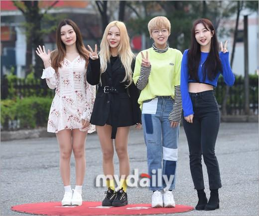 PENTAGON等偶像艺人参加KBS《音乐银行》节目彩排