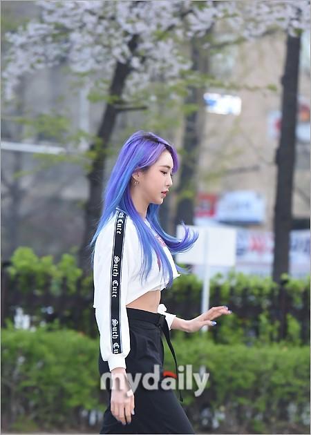 PENTAGON等偶像藝人參加KBS《音樂銀行》節目彩排