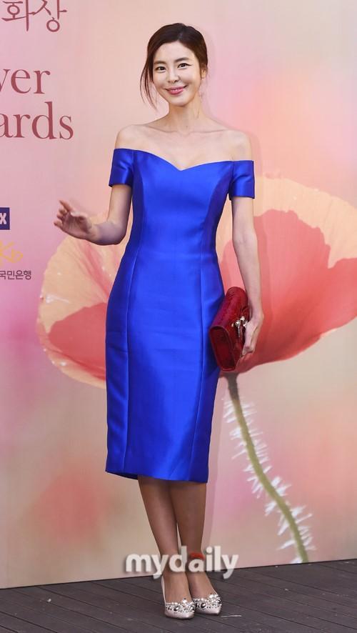 金圭丽柳承龙等韩国艺人出席野花电影颁奖礼