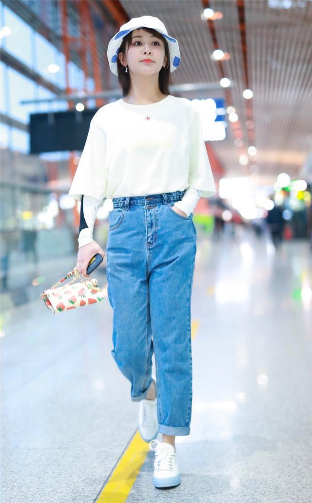 宋茜的挎包太亮眼,杨紫秦岚用包营造少女心,谁说包包只能装东西