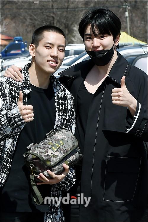 韩国男团INFINITE成员张东雨参军现场