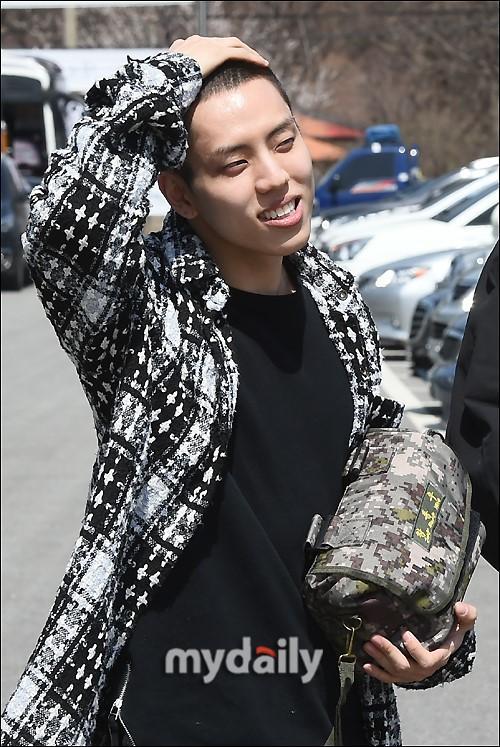 韓國男團INFINITE成員張東雨參軍現場