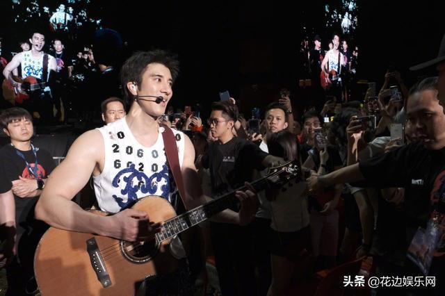 王力宏携30000歌迷告白李靓蕾?一个动作看出是假幸福还是真恩爱