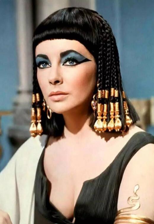 宋茜新发型撞脸埃及女王,多造型登封面气场藏不住,更有辨识度了