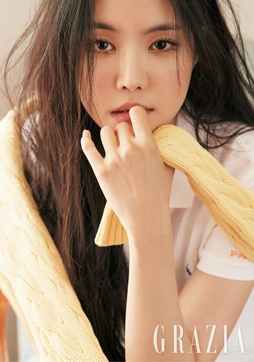 A-PINK成員孫娜恩拍雜志照展清純活潑魅力