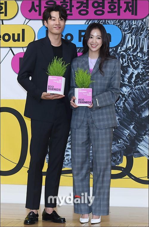 韩国明星夫妇李天熙全慧珍出席首尔环境电影节发布会