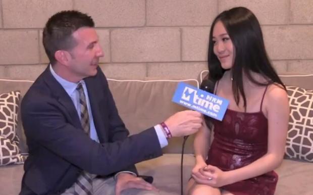 李连杰女儿现身《复联4》美国首映礼