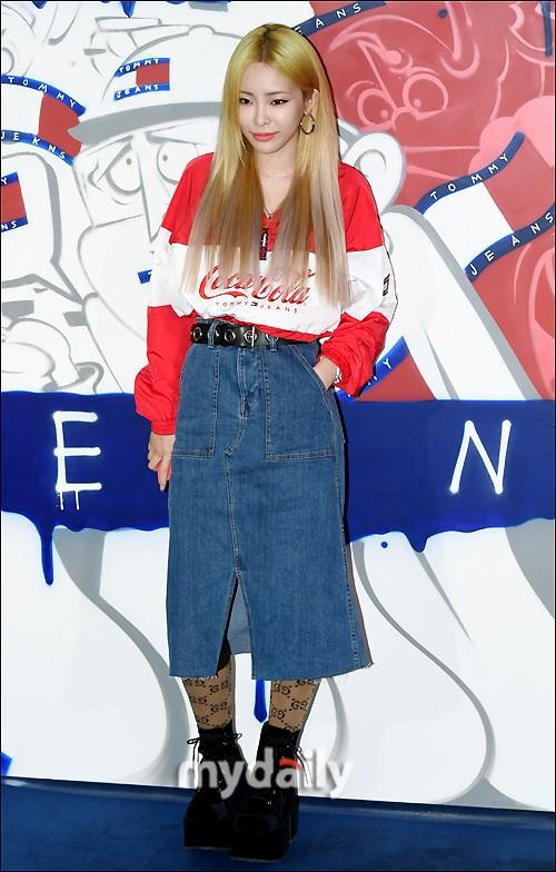 灿烈南太铉等韩国艺人出席品牌宣传活动