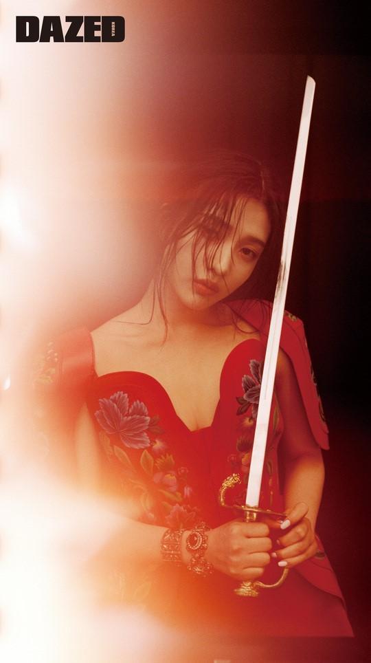 韩国女团Redvelvet成员Joy拍时装照展性感魅力