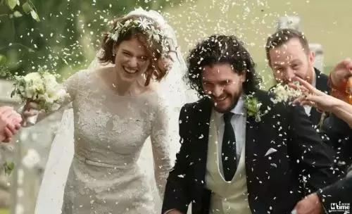 从默默无闻到人生赢家,《权游》让琼恩·雪诺成名得利娶到白富美