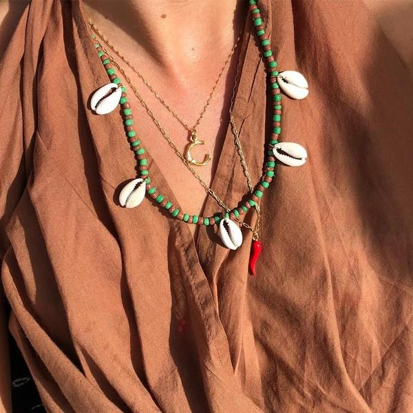 Lisa这时髦的小妖精,又给我种草了一波好看项链:珠串、珍珠、金色项链,你最爱哪一款?