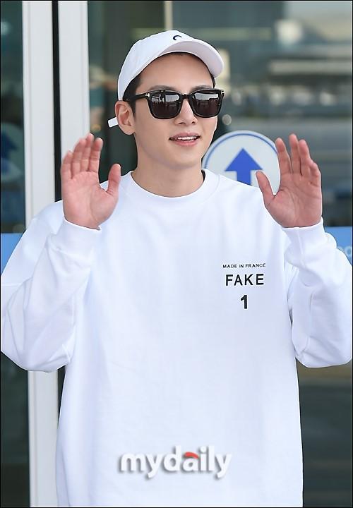 韩国艺人池昌旭仁川机场启程飞往日本