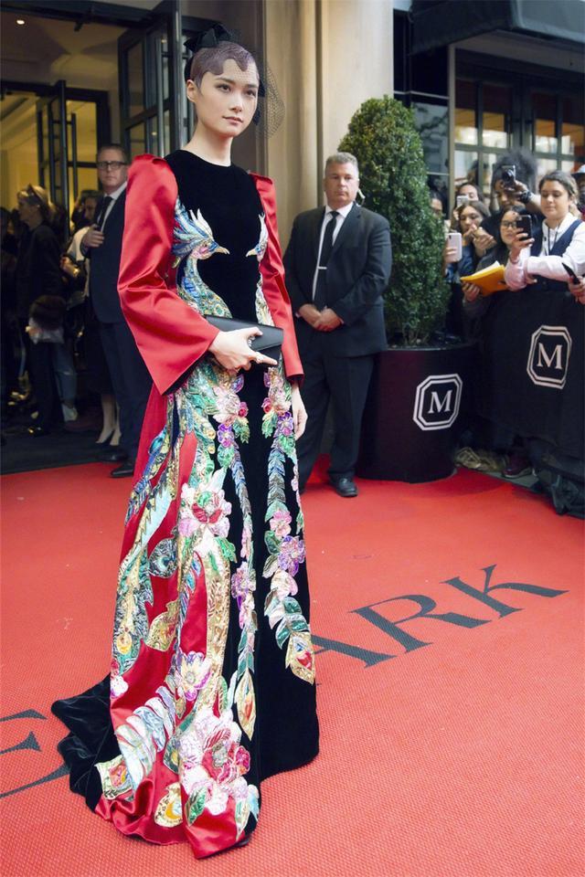 刘雯西装干练,Gaga换装惊艳,李宇春穿中国风刺绣裙竟成全场最佳