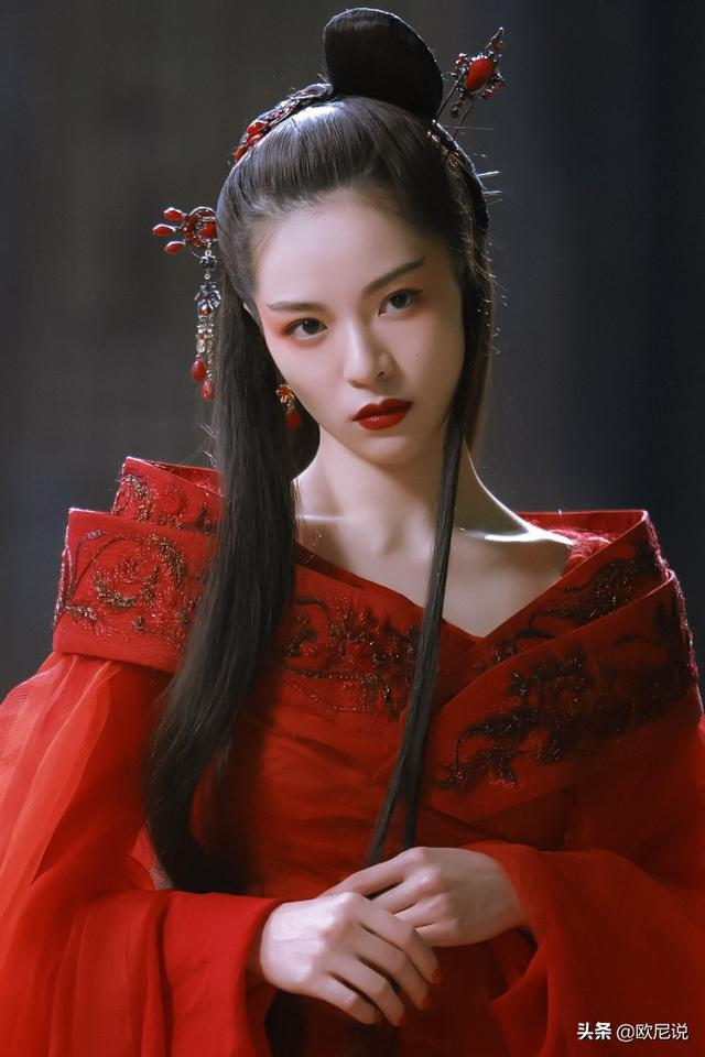 钟楚曦凭什么碾压高级脸倪妮,冯女郎和谋女郎时尚指数不相上下?