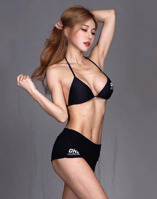 韩国赛车女郎朴诗贤SNS发近照秀性感火爆身材