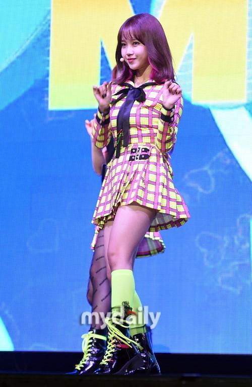 韩国女团Weki Meki举行新专辑发布会
