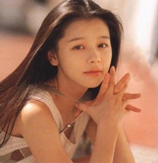 女神未老!44岁徐若瑄仍是少女模样,晒一家五口合照全是高颜值