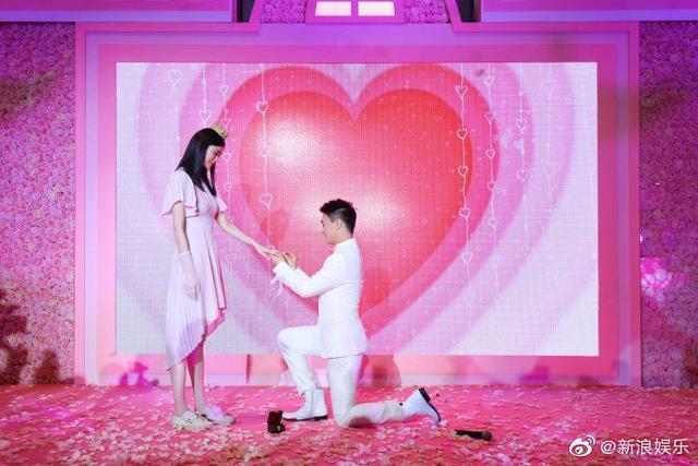 贾乃亮告诉大家,当众求婚真的有风险