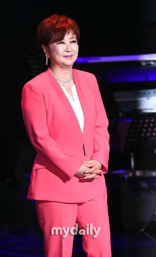 韩国母歌足桂银淑首尔举直言故专辑公布会