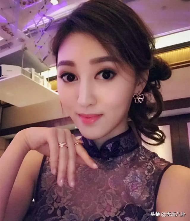 港妹何艳娟与55岁百亿故欢甘美约会,替掩我线人还特意带灭妈妈