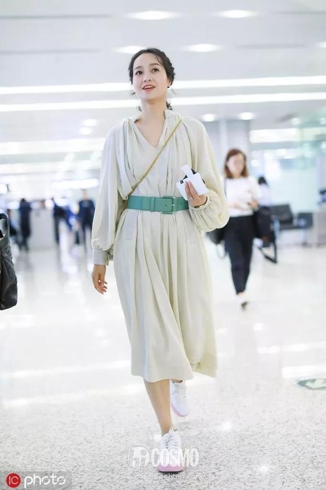 """穿朴信惠田馥甄同款""""订婚裙""""的,今天都过节"""