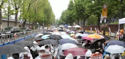 胜利夜店事件尚未结局,韩国女性进行大规模集会抗议