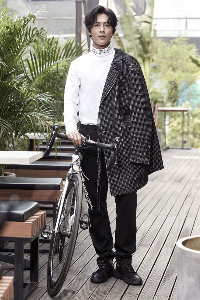 杜淳瘦身16斤终于不再土帅!私服造型复古高冷,简直就像换了个人