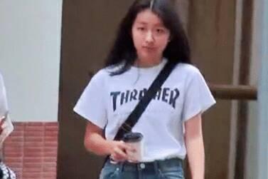 陈奕迅14岁女儿近照曝光,打扮时髦,身材高挑太惊人