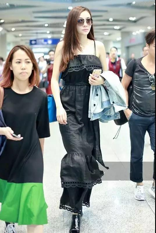 熊黛林产后身材无变化,黑色开衩长裙穿出强大气场