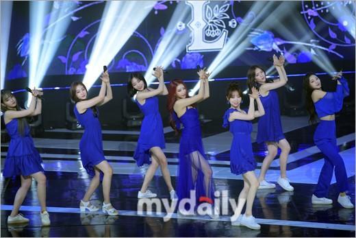 CLC等韩国偶像组合参加音乐节目现场直播