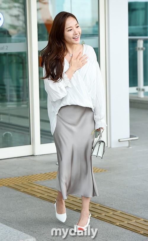 韩国女艺人朴敏英飞往美国洛杉矶拍杂志写真