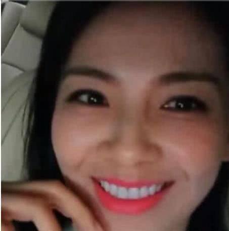 刘涛直播不小心把美颜关了,真实颜值惊呆网友