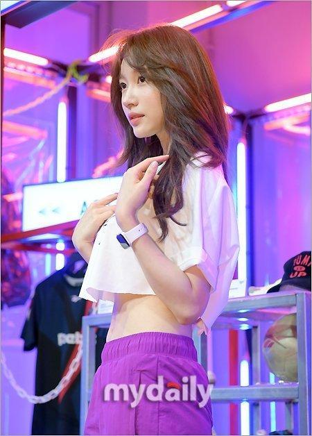 韩国女团EXID成员Hani出席代言宣传活动