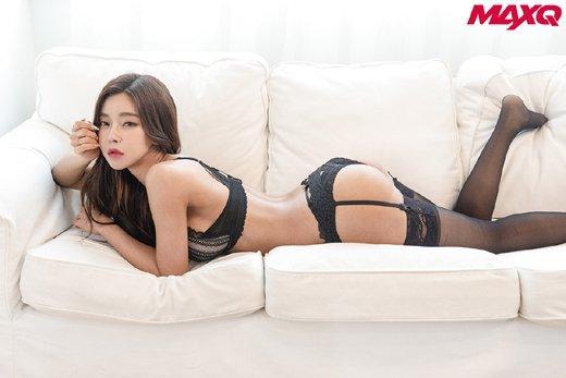 韩国健美运动员裴怡智拍杂志写真秀健美身材