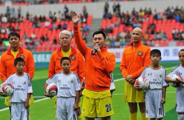 63岁TVB老戏骨酷热天穿4件衣服拍戏 敬业精神让人敬佩