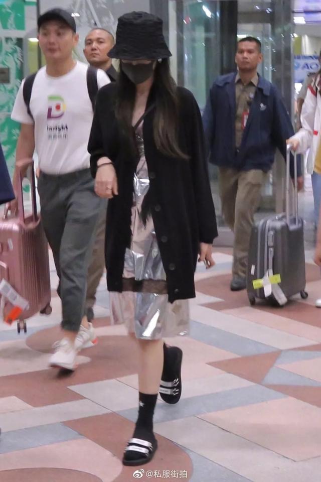 热巴穿着蕾丝睡衣现身曼谷机场,又撩到我了