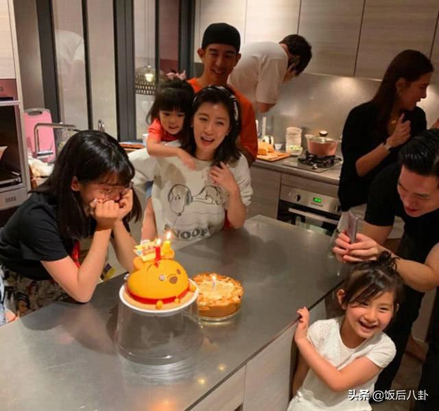 贾静雯为大女儿举办生日派对,14岁梧桐妹改口称修杰楷为爸爸
