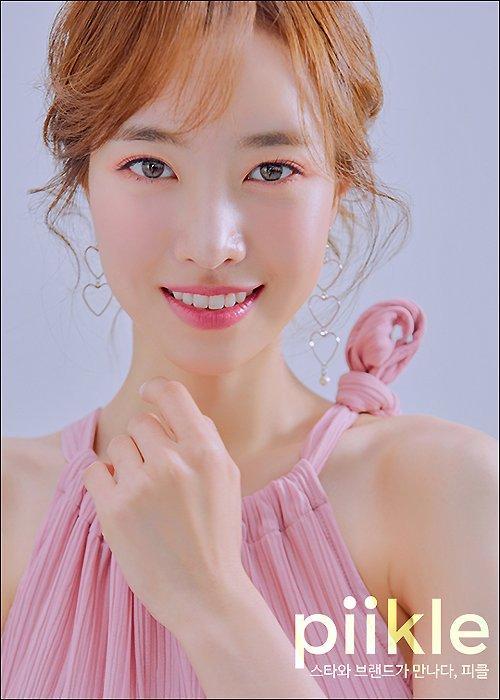 韓國女藝人陳世妍最新雜志寫真曝光