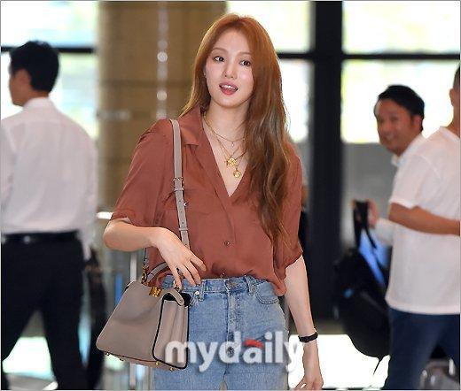 韓國女藝人李圣經飛往日本舉行粉絲見面會