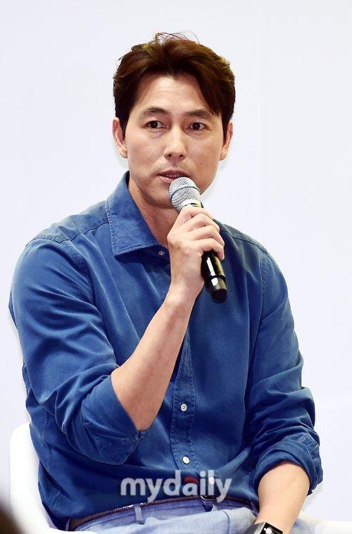 韓國藝人鄭雨盛首爾出席個人隨筆集發布會